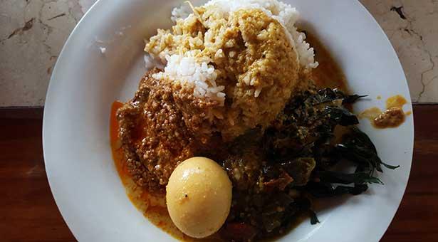Le-meilleur-Padang-et-Boeuf-Rendang-du-Sud-de-Bali-plat