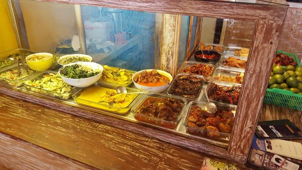 3_Plats indonesiens a deguster absolument a Bali_Nasi Campur (3)