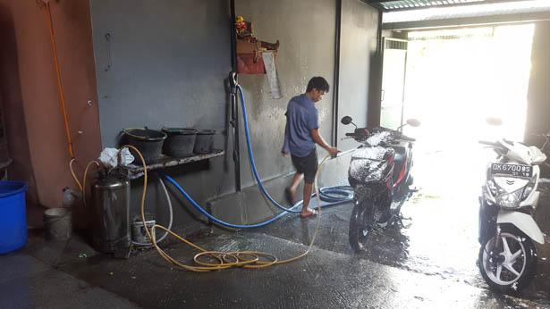 Decouvrez le Cuci Motor Station de lavage de Scooter a Bali (3)