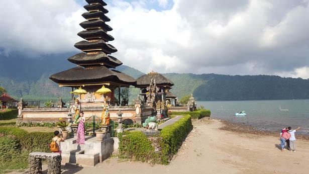 Visite du Temple Ulun Danu sur le Lac Bratan a Bedugul (5)